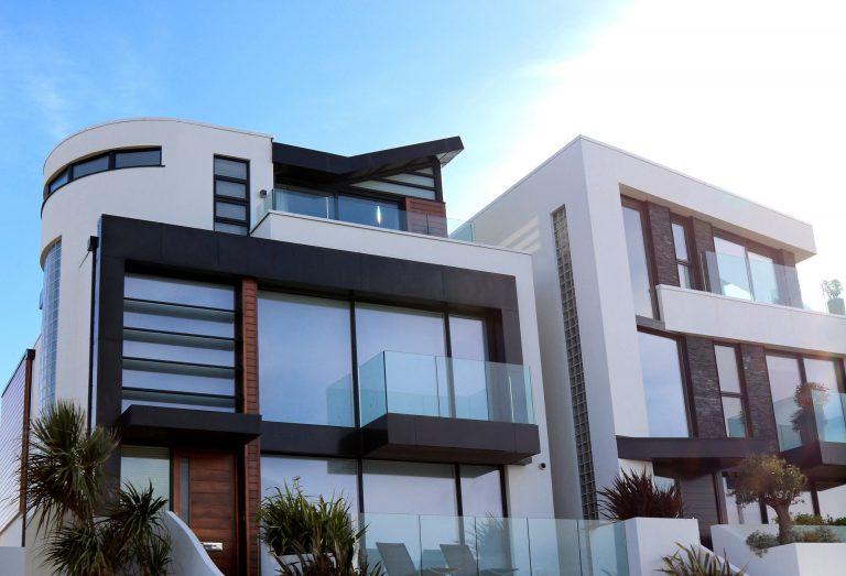 modern-building-against-sky-323780_Angepasst